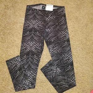 HUE, NWT, XS Leggings, reptile pattern